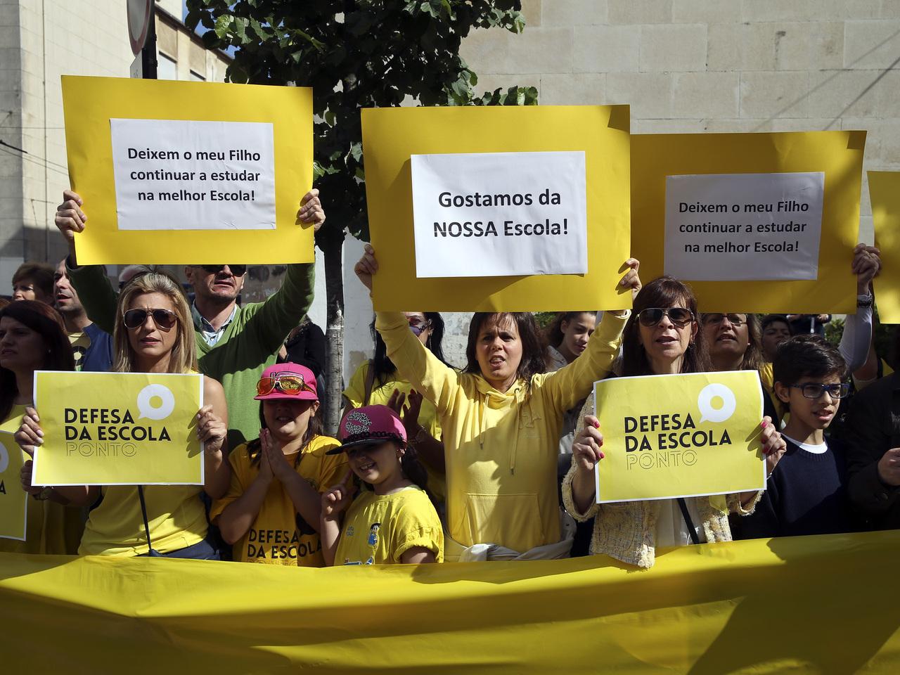 Protesto de colégios privados com contratos de associação