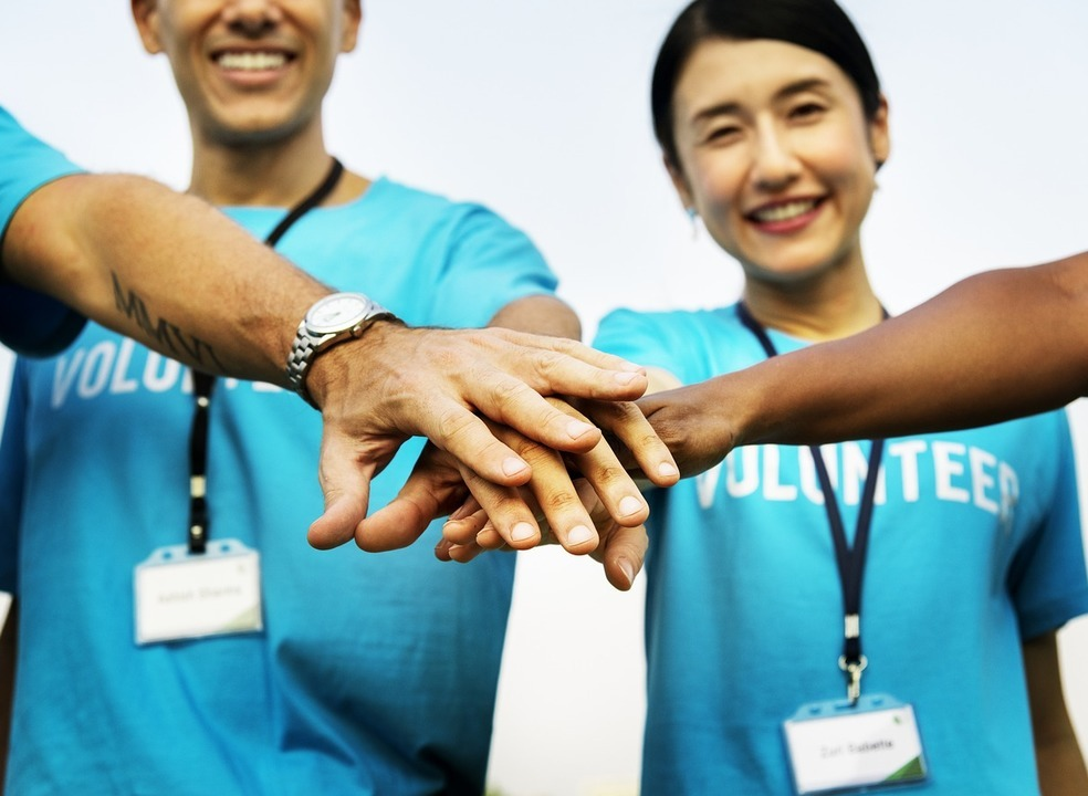 Nova plataforma ajuda-o a dar uma mão a quem precisa