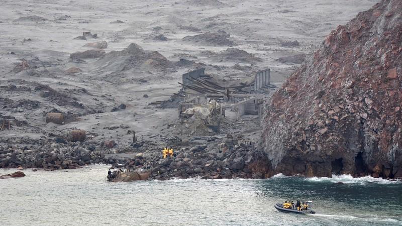 Mergulhadores continuam a procura por corpos de vítimas de erupção na Nova Zelândia
