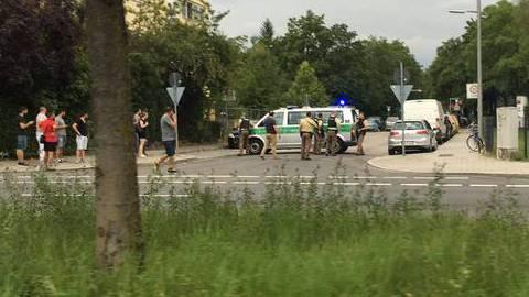Velas, flores e lágrimas após ataque em Munique