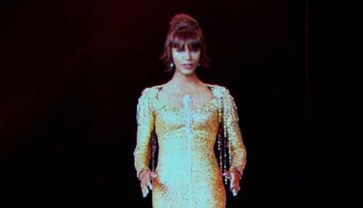"""""""Assustador"""" e """"parece uma personagem do Sims"""": revelado o holograma de Whitney Houston"""