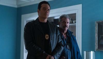 """Crítica """"Na Sombra da Lei"""". Mel Gibson e Vince Vaughn juntos em """"road movie"""" sádico e perverso"""