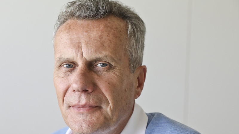 """Entrevista ao jornalista Barry Hatton: """"Os portugueses gostam de enaltecer os Descobrimentos, mas vivem na fantasia. Houve chacinas, massacres"""""""