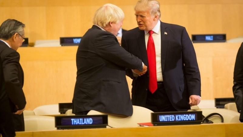 """Boris Johnson deixa recado a Trump: """"Racismo não tem lugar nas nossas sociedades"""""""