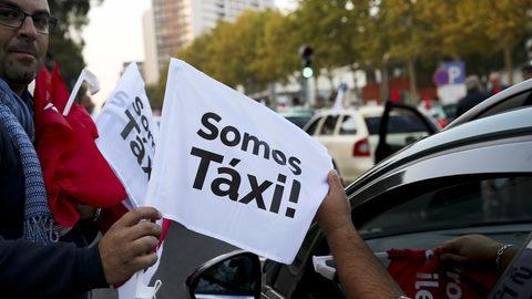 Táxis estão parados. Mas afinal, o que querem os taxistas?