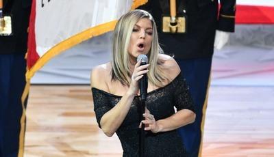 """Fergie fez """"a pior versão de sempre"""" do hino americano? As reações nas redes sociais"""