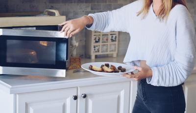 4 estratégias que o vão ajudar a reduzir nas refeições fora de casa e a poupar mais dinheiro