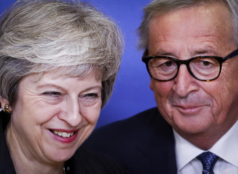 """Juncker e May concluem reunião sobre o Brexit com """"um progresso muito bom"""""""