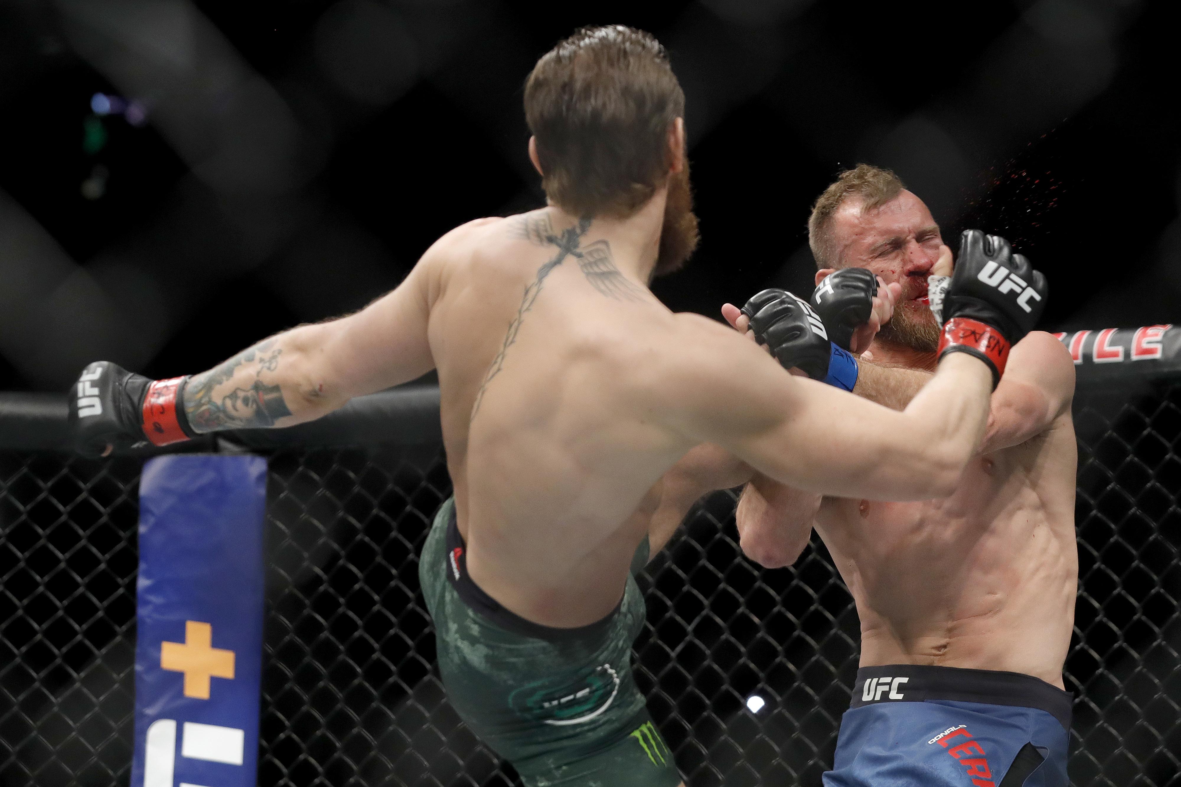 FOTOS: As melhores imagens do triunfo de Conor McGregor em 40 segundos