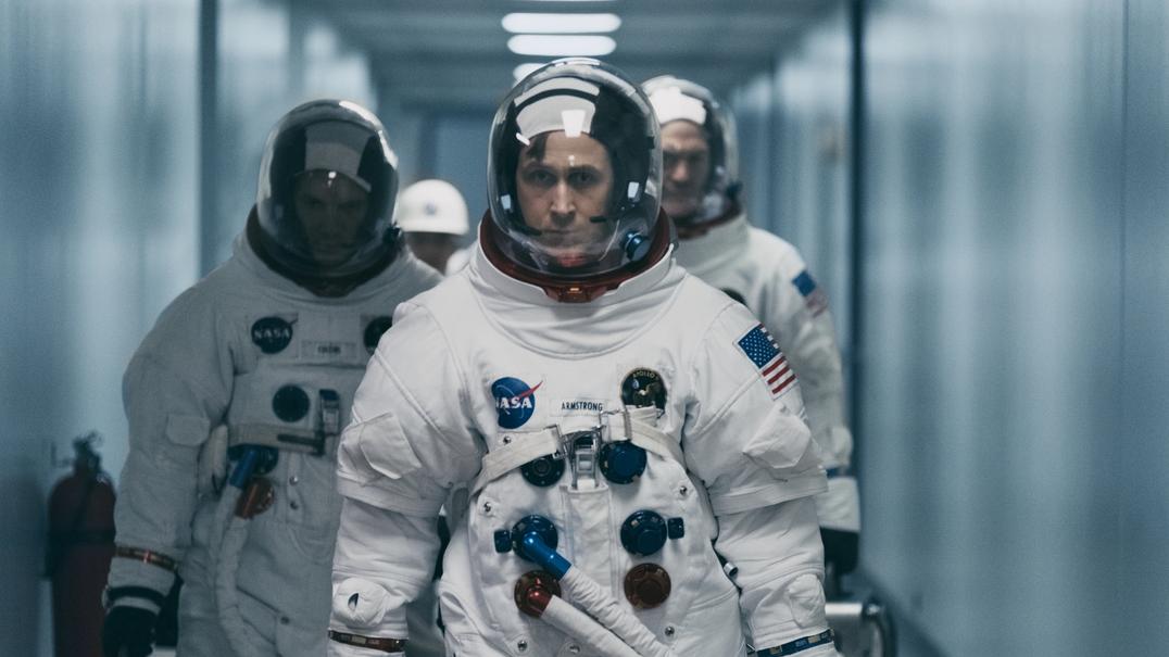 Novo filme de Ryan Gosling revela sacrifícios da aventura no espaço... e a ajuda do canivete suíço