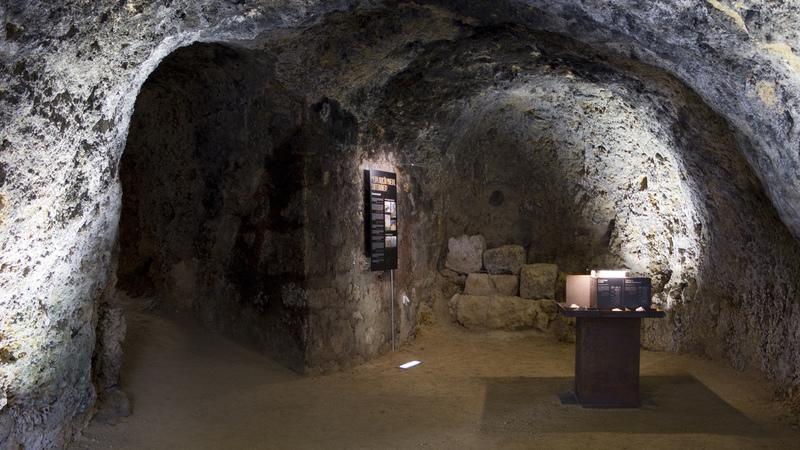 Quer uma casa com uma assoalhada numa gruta?