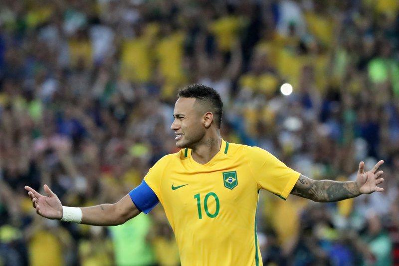 VÍDEO: Neymar faz uma 'maldade' a Coates e marca golaço