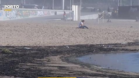 Cinzas dos incêndios poluem praias do Porto