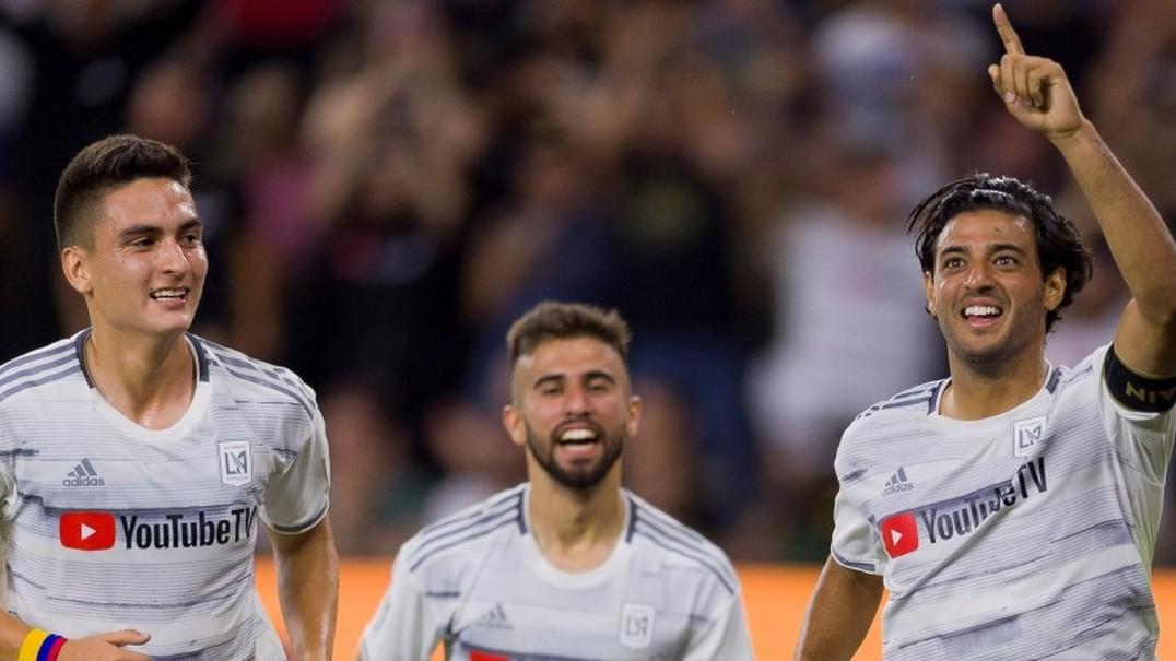"""""""Eles têm família, Carlos!"""" MLS vai à loucura com este golaço de Vela"""