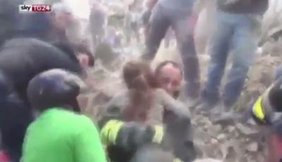 Sismo em Itália: Bombeiros resgatam dos escombros criança que esteve 17 horas soterrada
