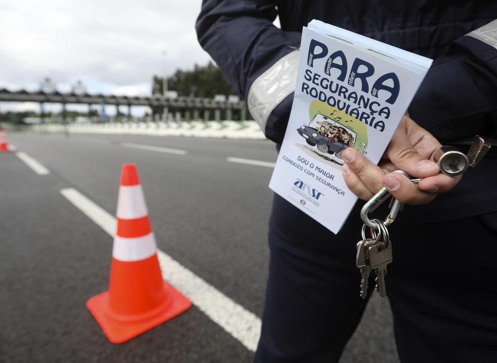 Já morreram 129 pessoas em 2019 nas estradas. Autoridades responsabilizam uso de telemóvel