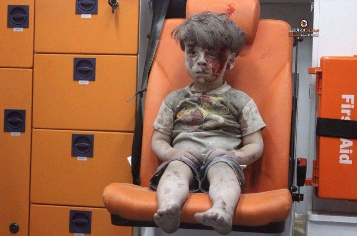 A imagem de um menino sírio que está a chocar o mundo