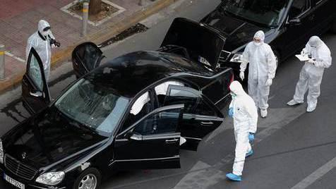 Grécia. Ex-primeiro-ministro ferido em ataque com explosivos