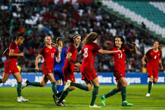 Portugal sobe dois lugares e instala-se em 34.º no 'ranking' de futebol feminino