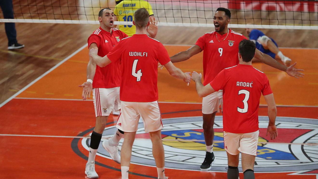 Voleibol: Benfica e Sporting somam e seguem no campeonato