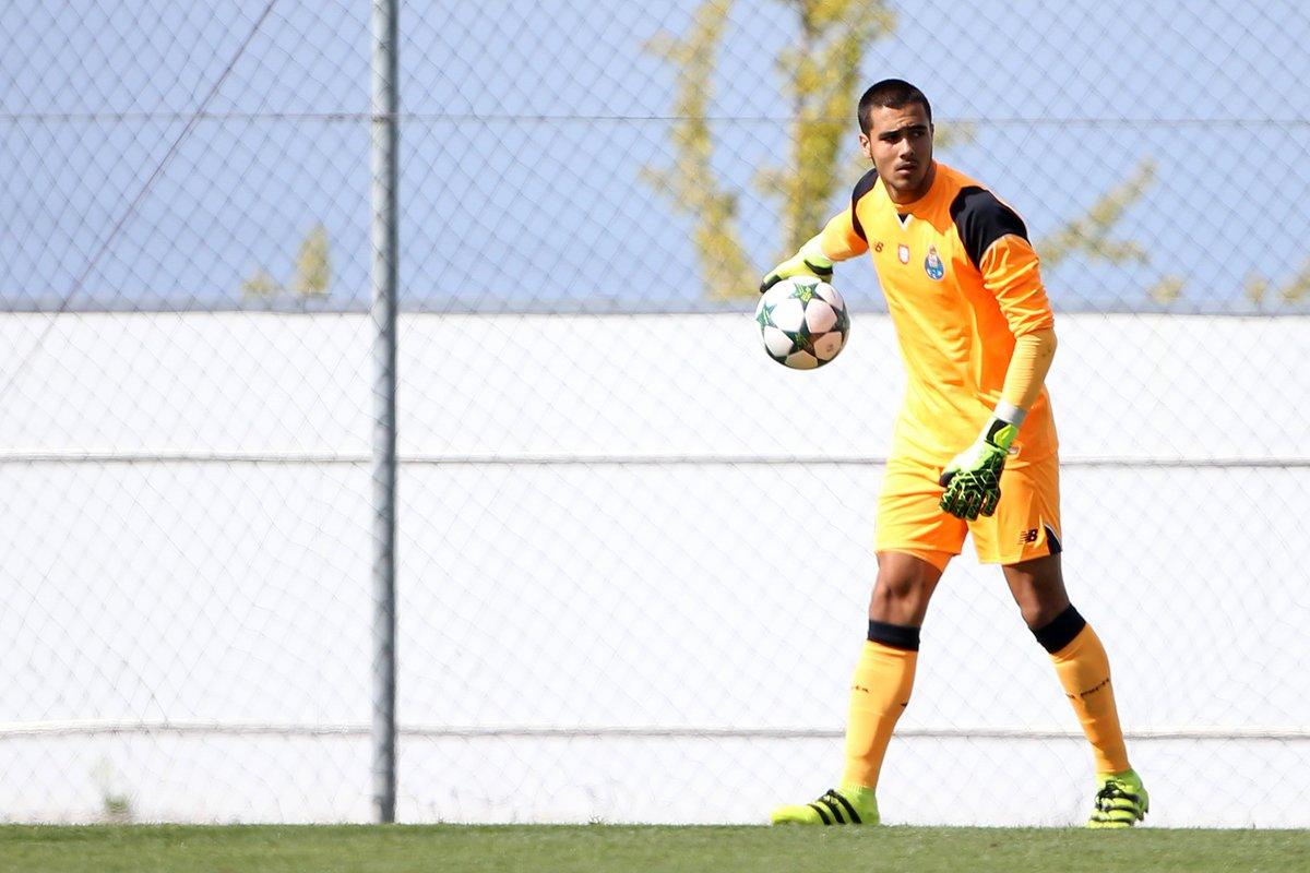 """Diogo Costa revê-se em Neuer: """"Ele será talvez o mais completo da atualidade"""""""