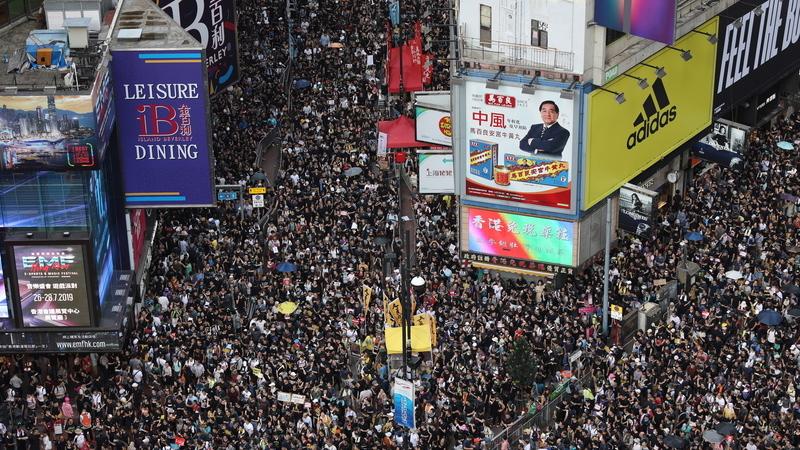 Dezenas de milhares de manifestantes nas ruas de Hong Kong