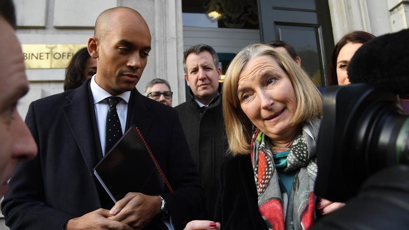 Três deputadas do Reino Unido saem do partido Conservador para se juntarem a dissidentes trabalhistas