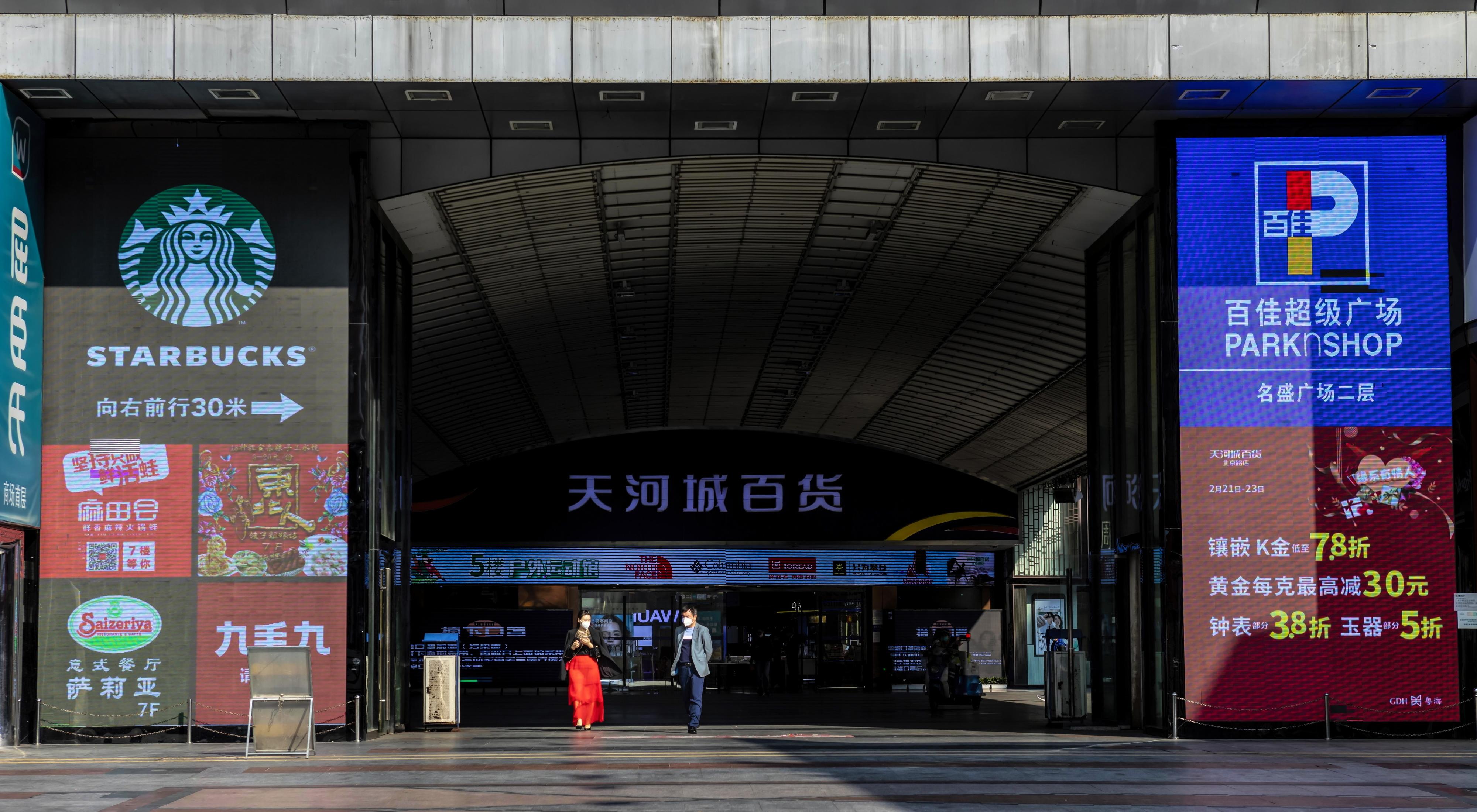"""Angolanos em Wuhan """"psicologicamente esgotados"""" após um mês em quarentena por causa de Covid-19"""
