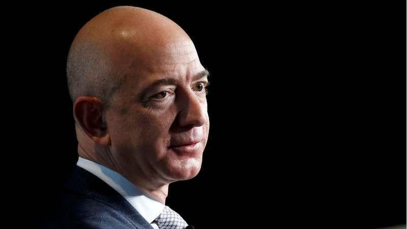 150 mil milhões de dólares. Jeff Bezos torna-se o homem mais rico da modernidade