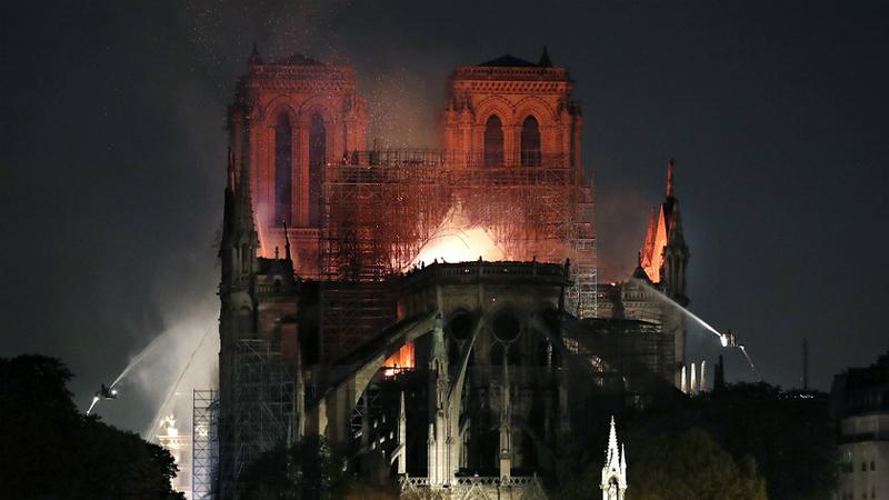 Catedral de Notre-Dame não tem seguro para cobrir destruição provocada pelo incêndio