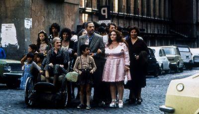 """30 antes dos 30: """"Feios, Porcos e Maus"""", uma comédia na favela italiana"""