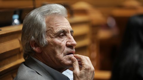 """Jerónimo de Sousa vê """"avanços"""" no OE. Mas """"podia ter-se ido mais longe"""""""