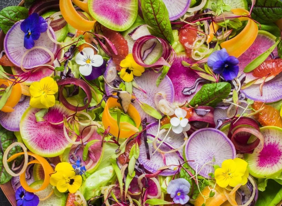 As flores também vão à mesa...dentro do prato. Dicas para as saborear