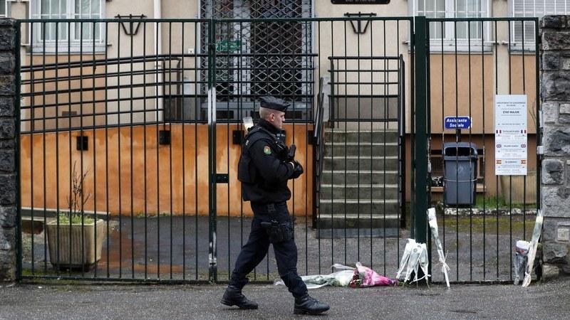 França: Jovem português ferido em ataque terrorista está em coma induzido
