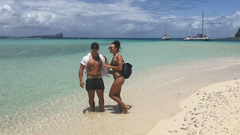 Casal australiano foi pago para fazer sexo em hotéis de luxo e contar os pormenores num blogue de viagens erótico