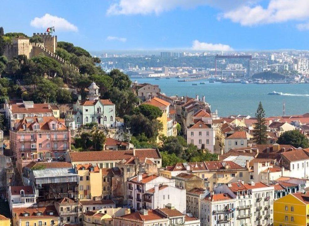 Vendas de casas abrandam pelo terceiro trimestre consecutivo. Transações em Lisboa chegaram aos dois mil milhões de euros