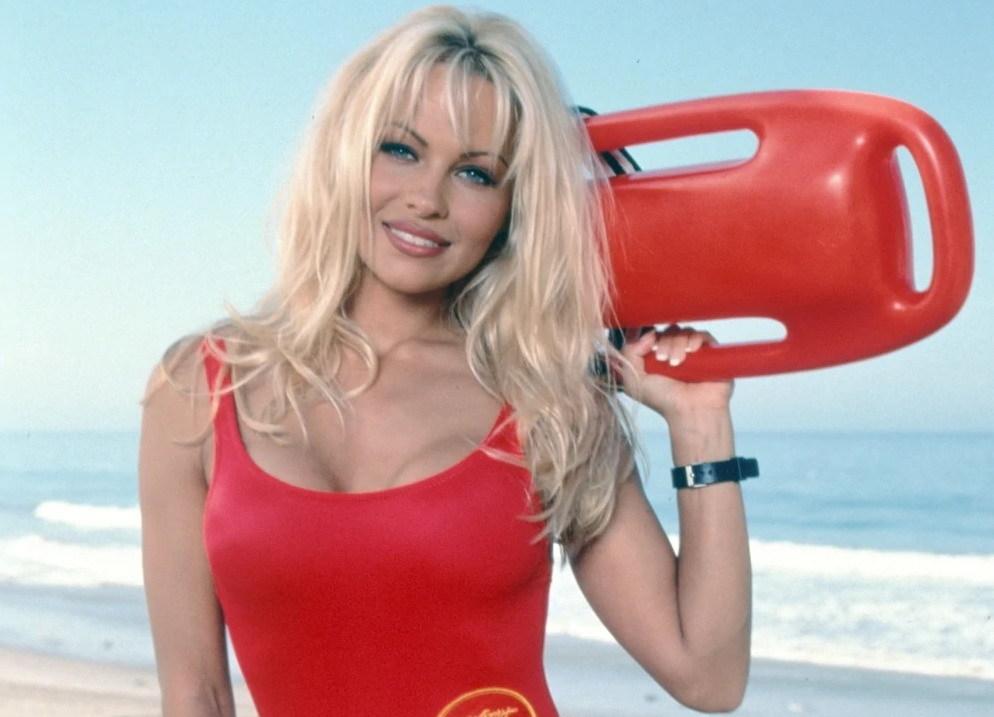 """Pamela Anderson já não esconde o que achou do filme """"Marés Vivas"""""""