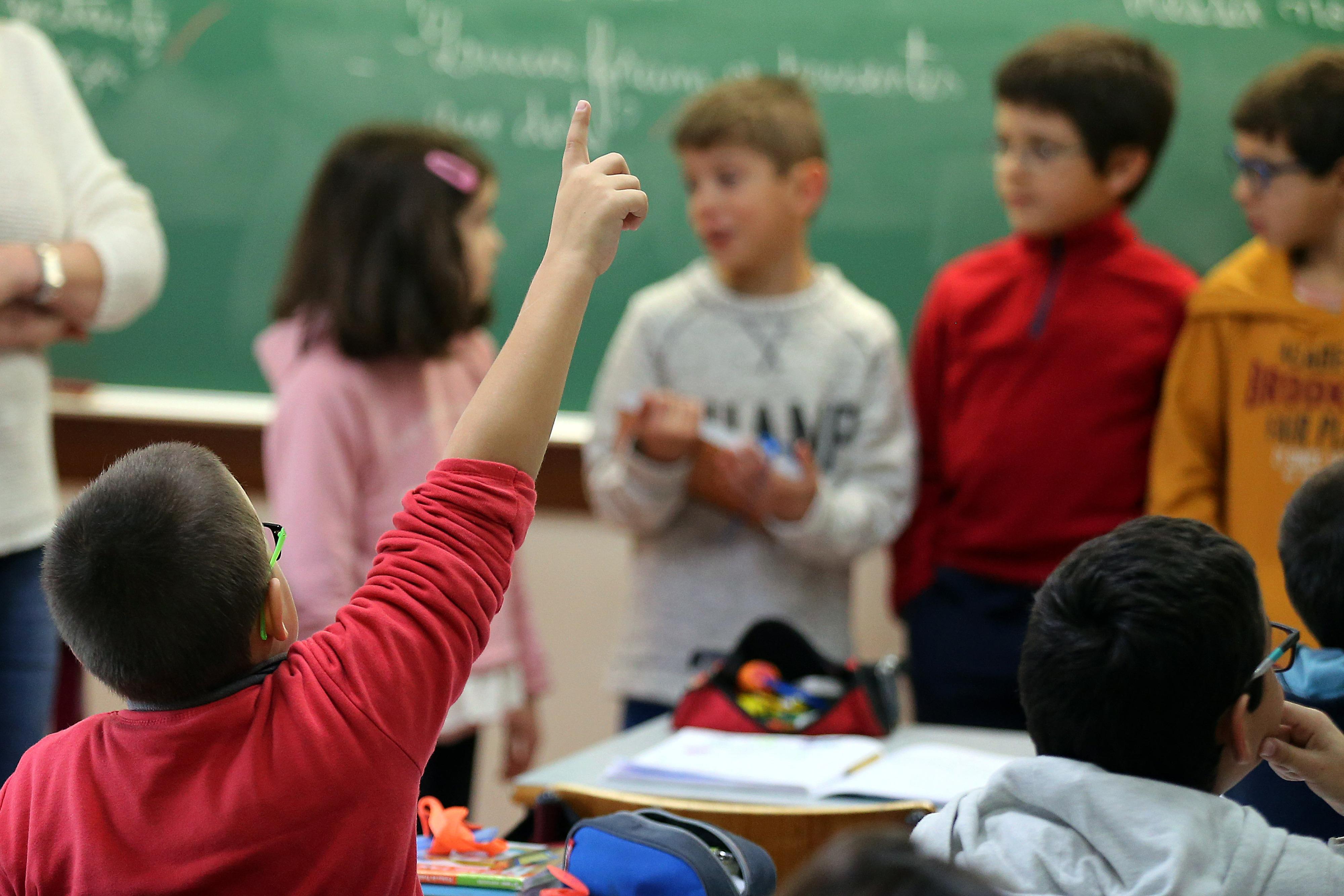 Nem todos os cargos públicos são incompatíveis com direção escolar, esclarece Governo