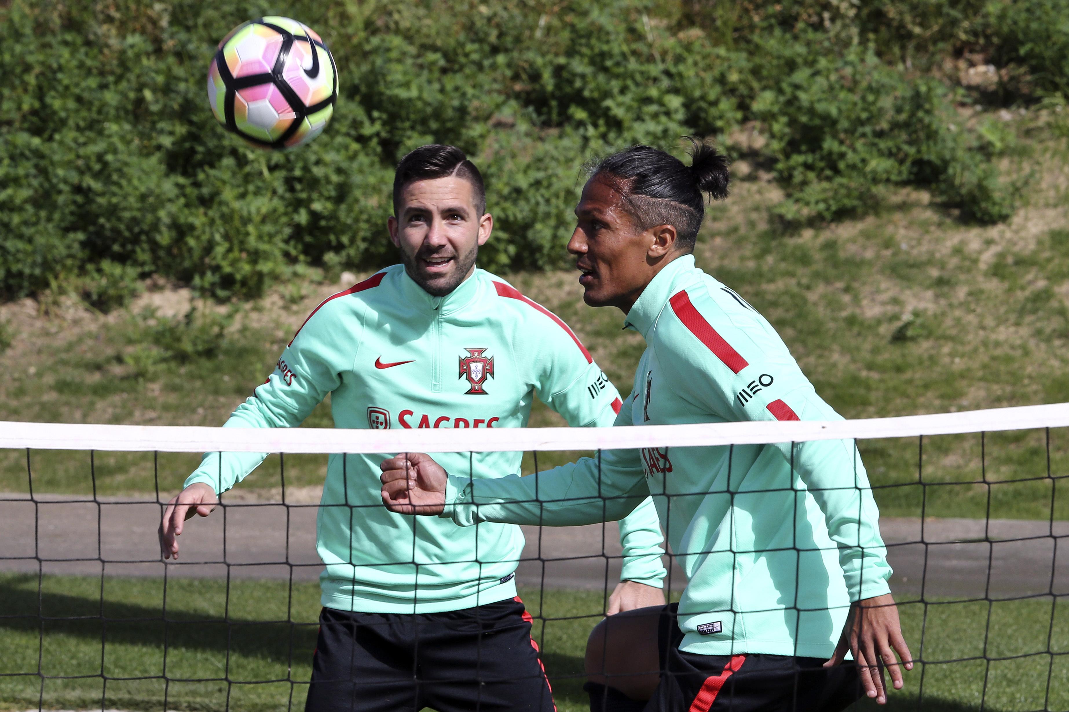João Moutinho e Raphael Guerreiro falham treino da seleção