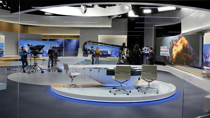 """SIC quer abrir o """"primeiro TV Hotel do mundo"""" com replica dos estúdios de Paço de Arcos"""