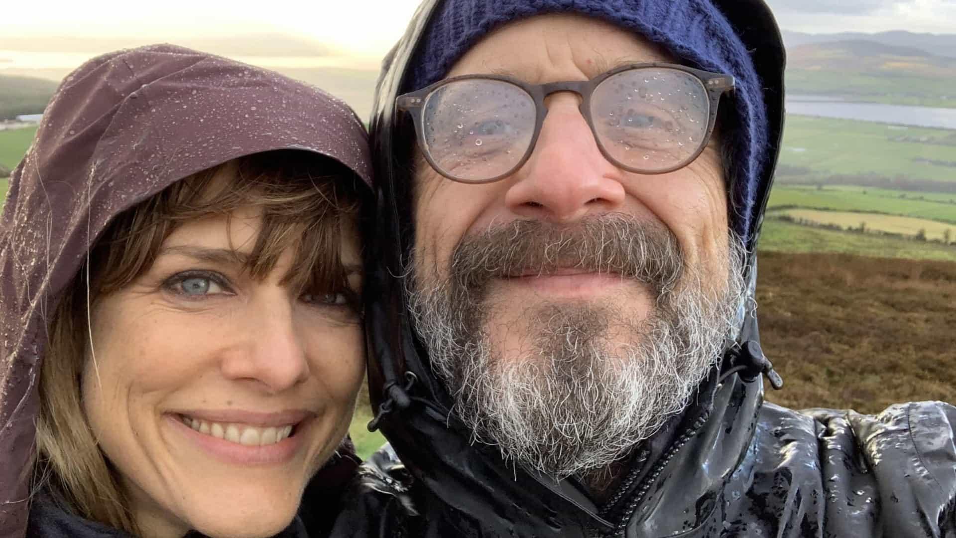 Humorista Marc Maron lembra falecida namorada, a realizadora Lynn Shelton