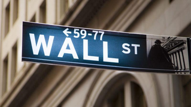 Wall Street negoceia em queda à espera da Fed, com Facebook a afundar 5%