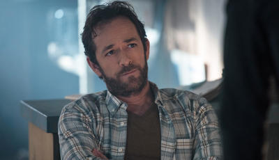 """Riverdale"": elenco da série despede-se de Luke Perry"