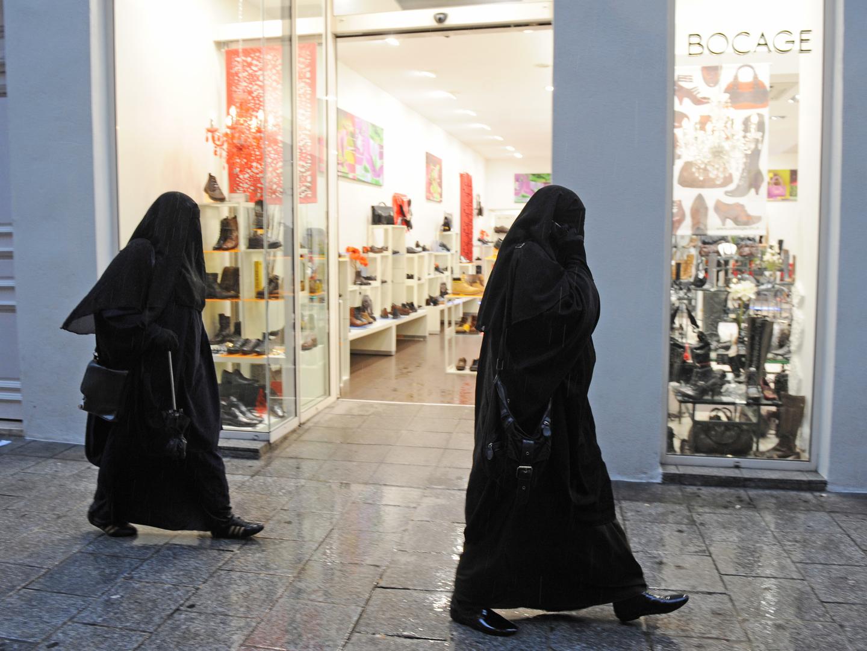 Alemanha: Funcionários públicos proibidos de usar véu islâmico integral
