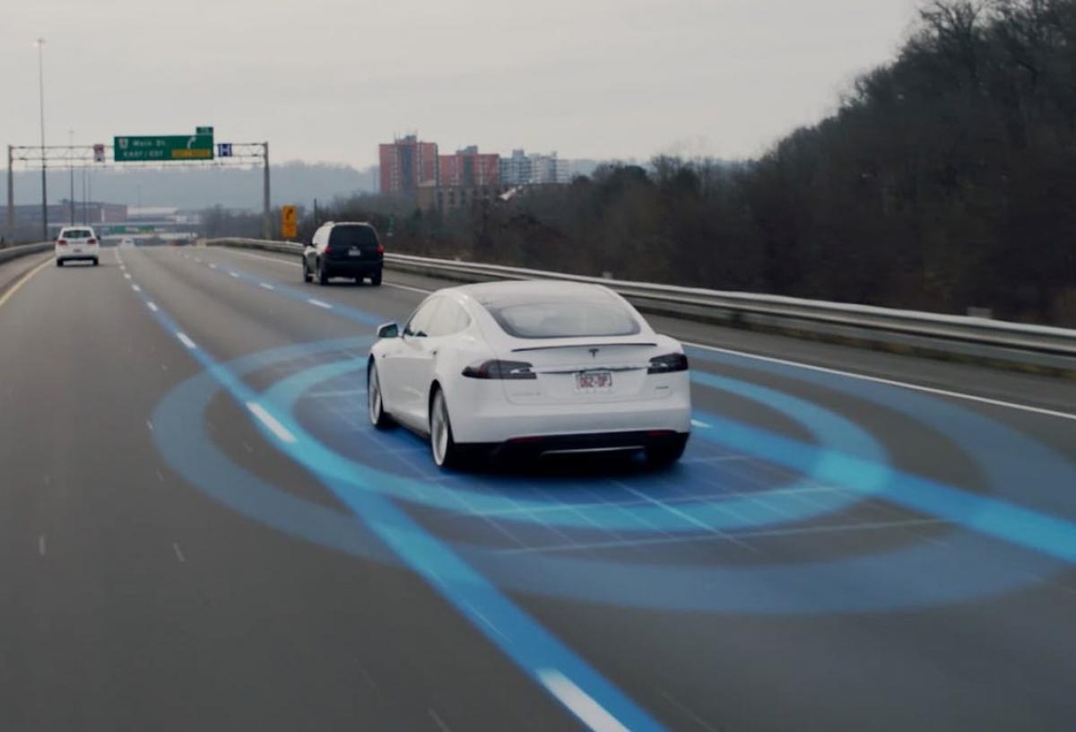 """Elon Musk também pode """"dar música"""" aos donos dos Tesla"""