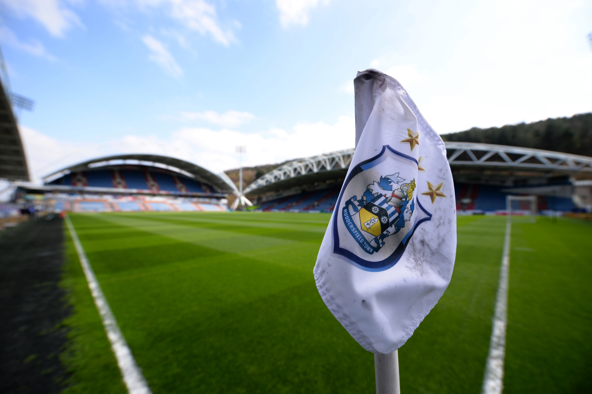 Inglaterra: 60 clubes podem falir até ao próximo ano, alerta dono do Huddersfield Town