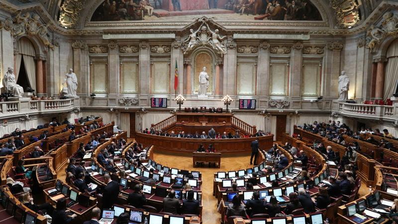 """Há um """"milagre da multiplicação"""" de votos na AR e deputados querem novas regras"""