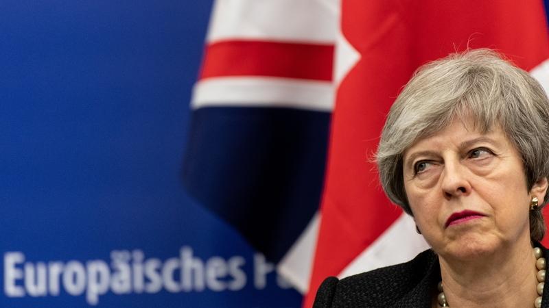 Theresa May não vai pedir uma extensão longa do prazo para o Brexit