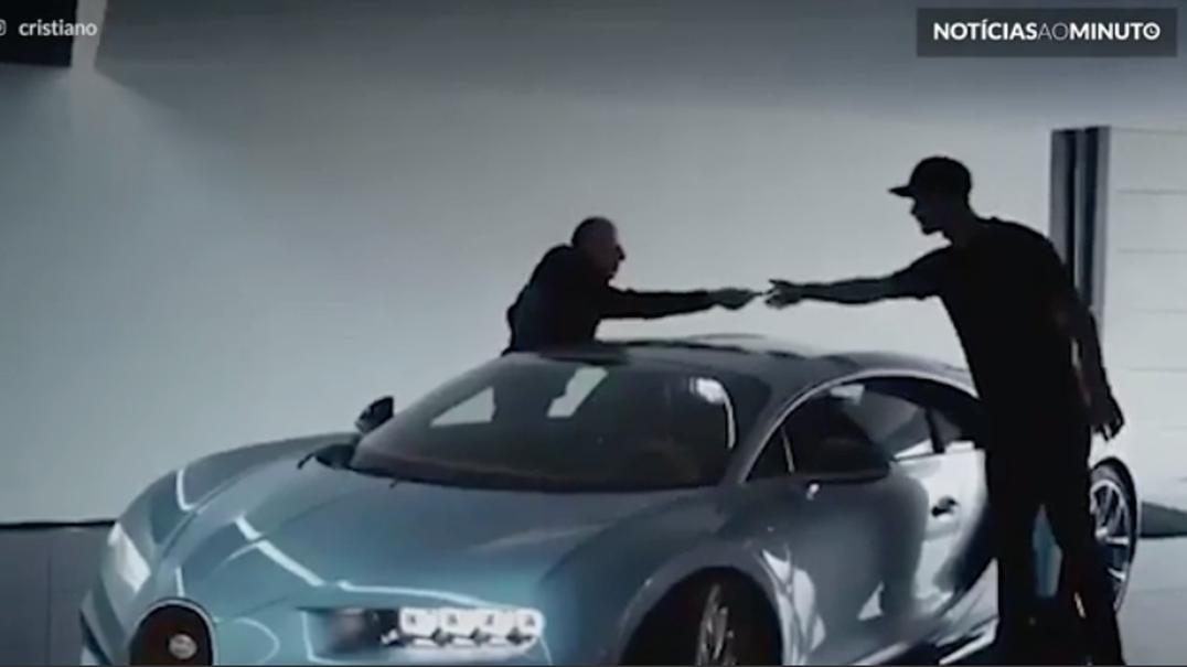 Cristiano Ronaldo faz test-drive num Bugatti