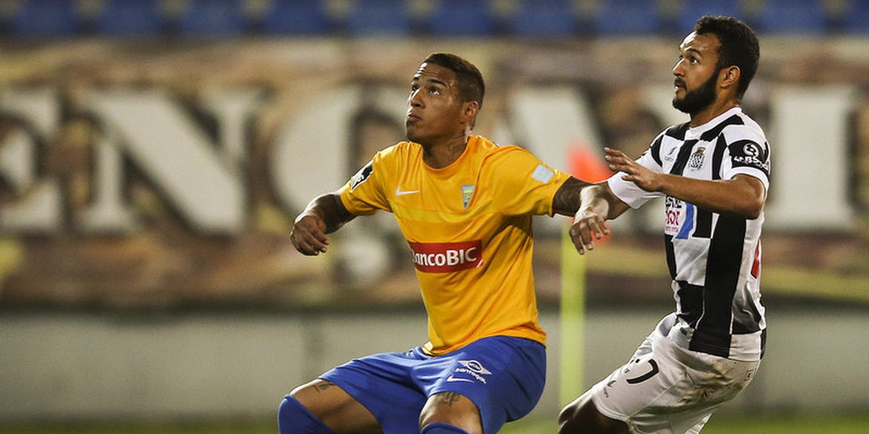 Carlinhos deixou o Estoril e assina pelo Standard Liège, de Sá Pinto